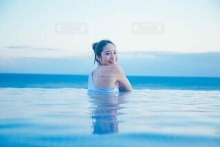 海と女性の写真・画像素材[4023387]