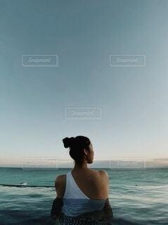 海の中の女性の写真・画像素材[4023391]
