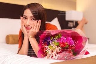 花と女性の写真・画像素材[4023400]