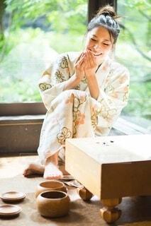 将棋をする女性の写真・画像素材[4023410]