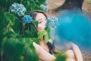 紫陽花と女性の写真・画像素材[4023418]