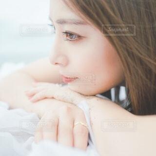 女性の横顔の写真・画像素材[4649204]