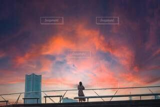 都市に沈む夕日の写真・画像素材[4654353]