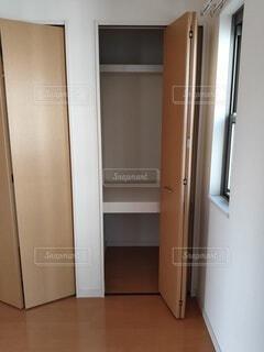 一人暮らしを始める前のアパートの押入れの写真・画像素材[4210510]