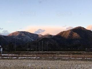 雪山の夕暮れ北の空の写真・画像素材[4018740]