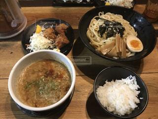 皿の上に一杯の米をの写真・画像素材[3980627]