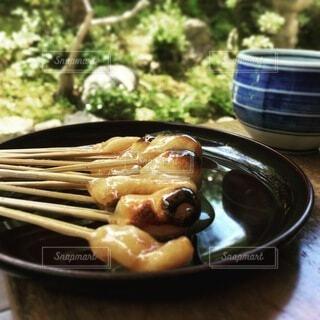 みたらし団子とお茶で一休みの写真・画像素材[3982628]