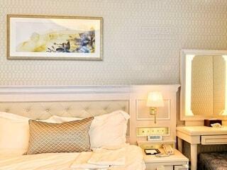 ホワイトインテリアでまとめたベッドルームの写真・画像素材[3987782]