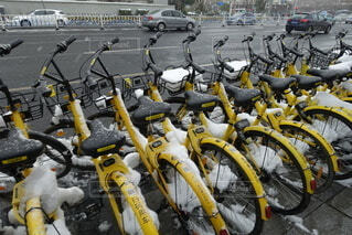 駐輪されているたくさんの自転車の写真・画像素材[3990621]