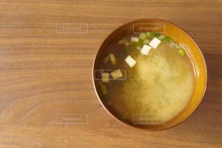 朝のインスタント味噌汁の写真・画像素材[3996405]