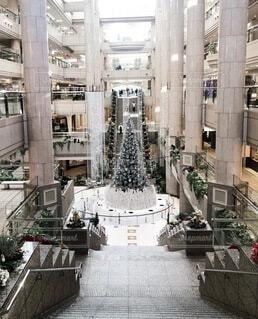 真っ白なクリスマスツリーの写真・画像素材[4001575]