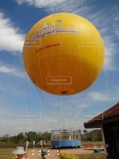 空に大きな風船の写真・画像素材[4005141]