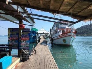 水の中のボートの写真・画像素材[4005154]