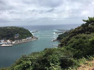 水域の真ん中にある島の写真・画像素材[4005184]