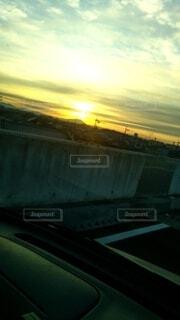 日の出は気持ちいいの写真・画像素材[4060071]