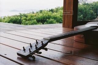 ギターと休日の写真・画像素材[4170964]