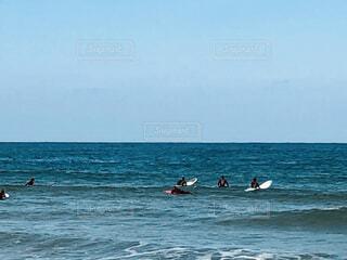 冬のサーフィンの写真・画像素材[4022730]