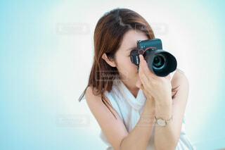 カメラを持っている女性の写真・画像素材[4015160]