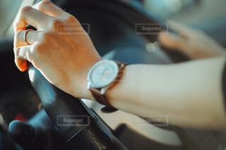 運転中の男性の手の写真・画像素材[4018223]