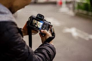 カメラを見る男性の写真・画像素材[4018658]