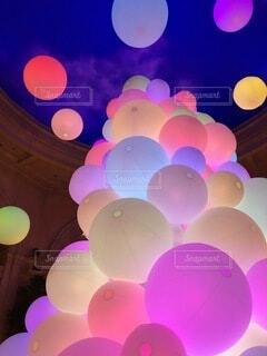 ライトアップされたボールの写真・画像素材[4109386]