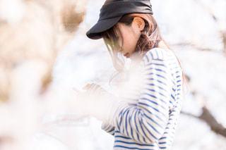 帽子をかぶっている女性の写真・画像素材[1089759]