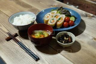 男の晩御飯の写真・画像素材[4196056]