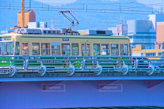 新己斐橋を走る路面電車の写真・画像素材[4264761]