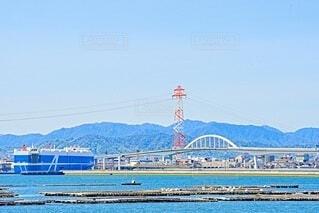 広島ベイブリッジと自動車運搬船の写真・画像素材[4337349]