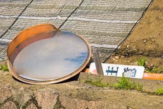 横たわるカーブミラーの写真・画像素材[4344193]