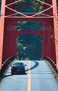音戸大橋を通過するデミオの写真・画像素材[4401032]