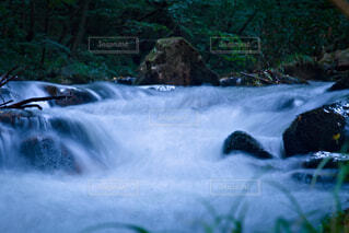 流れる清水の写真・画像素材[4764116]