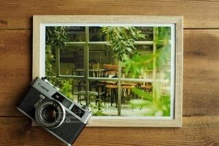 写真とフィルムカメラの写真・画像素材[4769330]