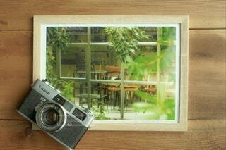 写真とフィルムカメラの写真・画像素材[4774854]