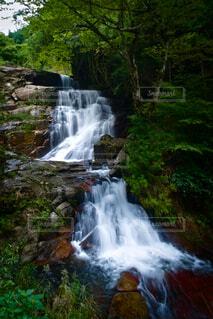 深山の滝の写真・画像素材[4875778]