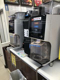 コンビニエンスストアーのコーヒーマシンの写真・画像素材[4028388]