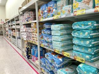ベビー用品売り場のおむつ売り場の写真・画像素材[4195218]