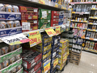 スーパーマーケットのビールの箱買い売り場の写真・画像素材[4343028]