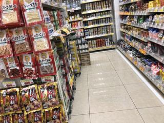 スーパーの日常品売り場の写真・画像素材[4343031]