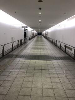 無人の地下通路の写真・画像素材[4022104]