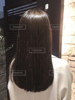 女性の後ろ姿の写真・画像素材[4057362]