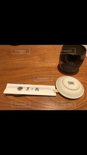 テーブルの上の醤油皿の写真・画像素材[4041898]
