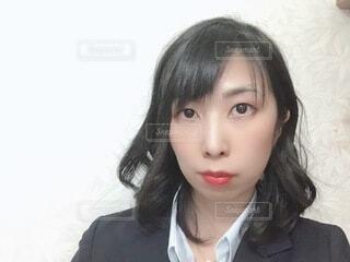 スーツを着た真顔の女性の写真・画像素材[4058514]