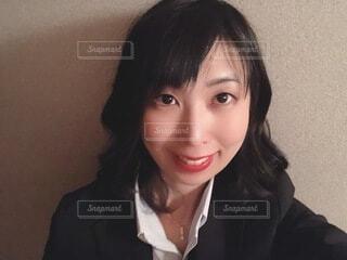 スーツを着て微笑む女性の写真・画像素材[4058523]