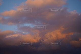 夕暮れ時の空の写真・画像素材[4025447]
