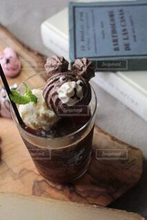 アイスコーヒーとアイスクリームとクマの写真・画像素材[4570827]
