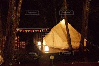 夜のテントの写真・画像素材[3130656]