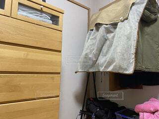 部屋のベッドの写真・画像素材[4037522]