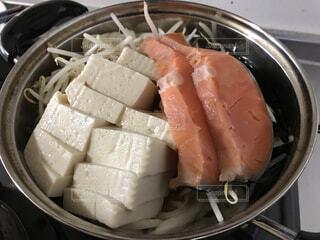 鮭の切り身の鍋の写真・画像素材[4056704]