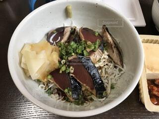 カツオとしらすの海鮮丼の写真・画像素材[4059293]